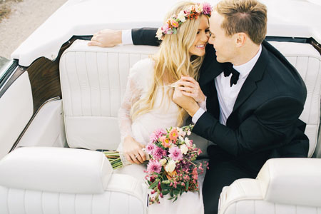 В вашем салоне невеста должна почувствовать, словно свадьба уже началась и что, войдя в следующий зал, она окажется в объятьях любимого
